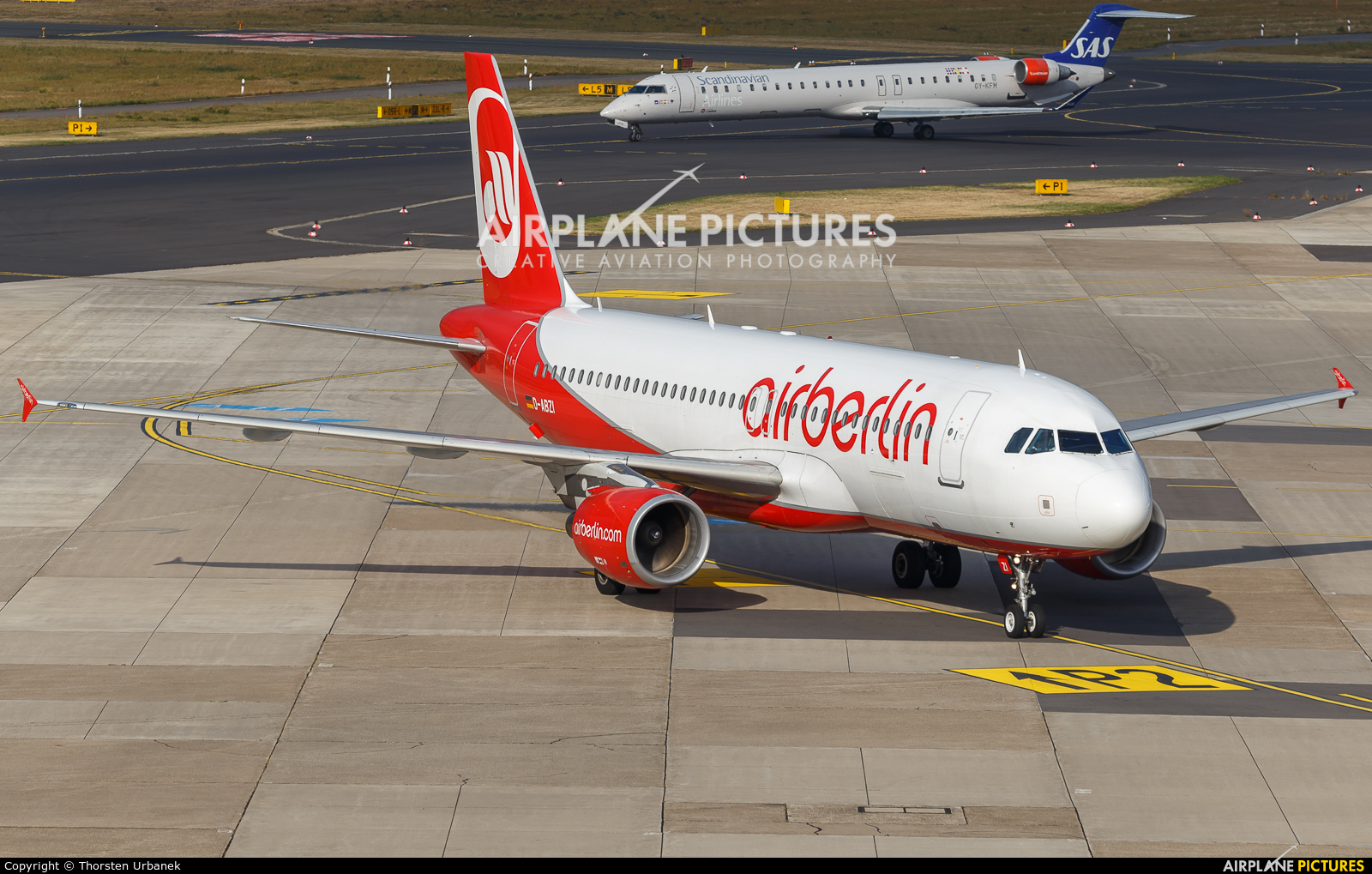 Air Berlin D-ABZI aircraft at Düsseldorf