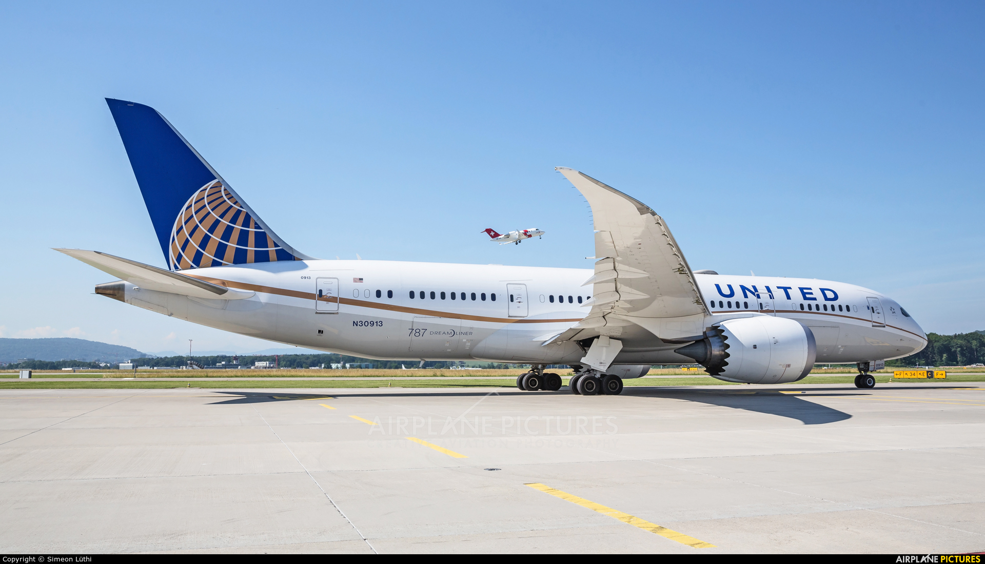 United Airlines N30913 aircraft at Zurich