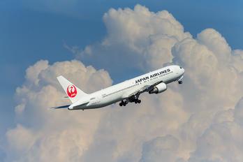 JA605J - JAL - Japan Airlines Boeing 767-300ER
