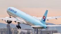 HL8208 - Korean Air Boeing 777-300ER aircraft