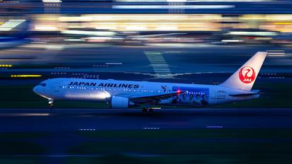 JA615J - JAL - Japan Airlines Boeing 767-300ER