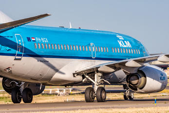 PH-BGX - KLM Boeing 737-700