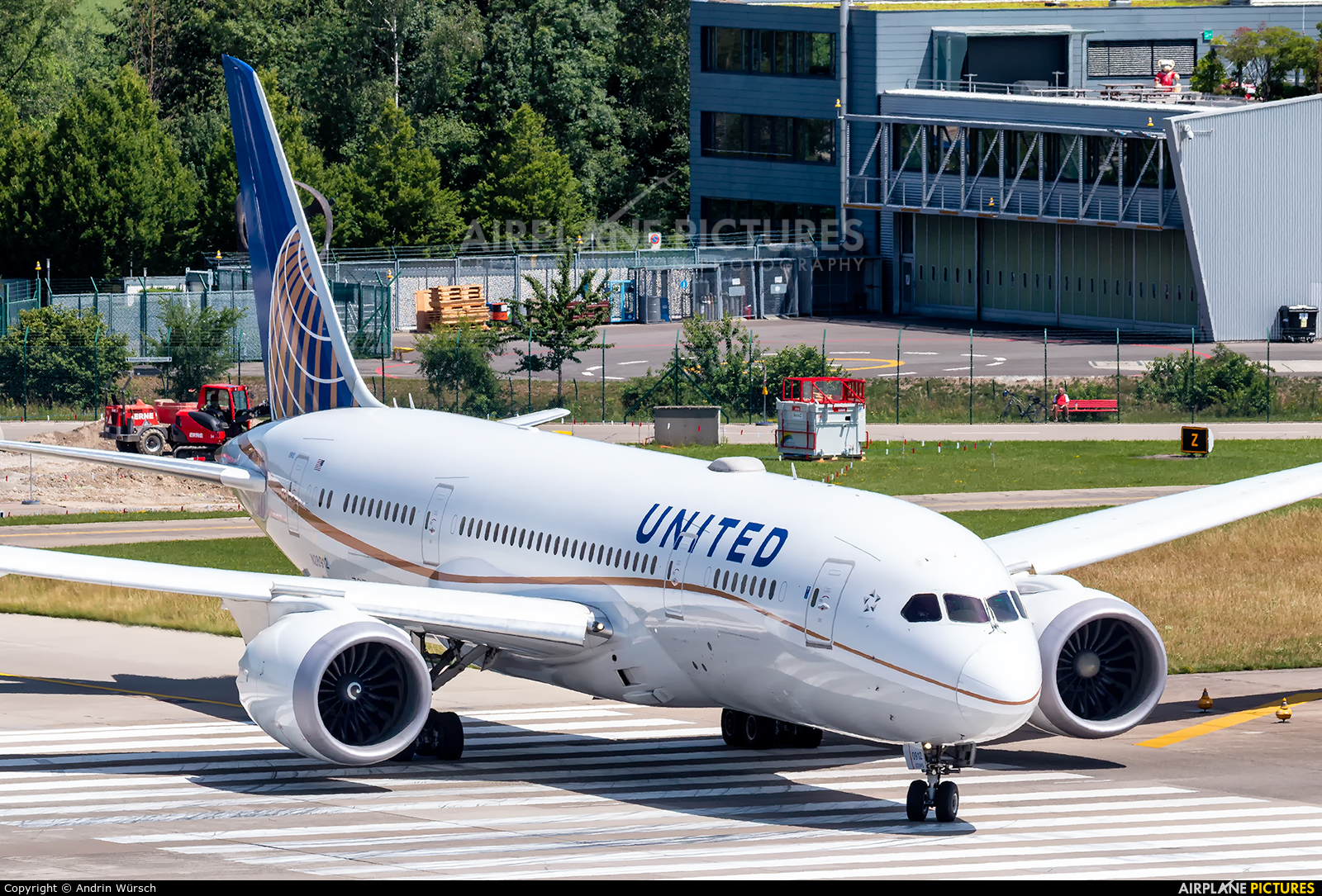United Airlines N28912 aircraft at Zurich