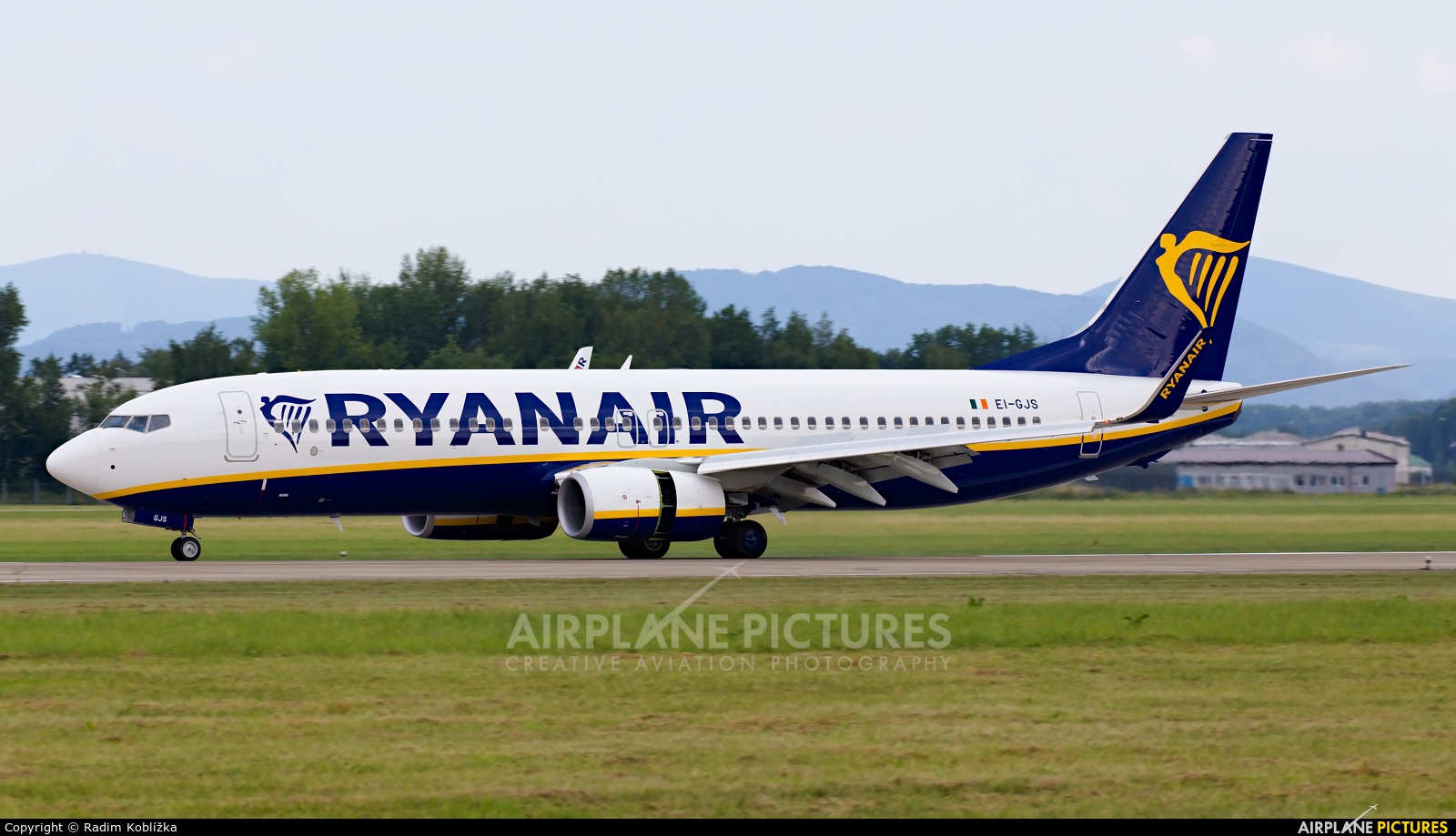 Ryanair EI-GJS aircraft at Ostrava Mošnov
