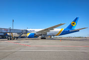 Ukraine International Airlines UR-GOB image