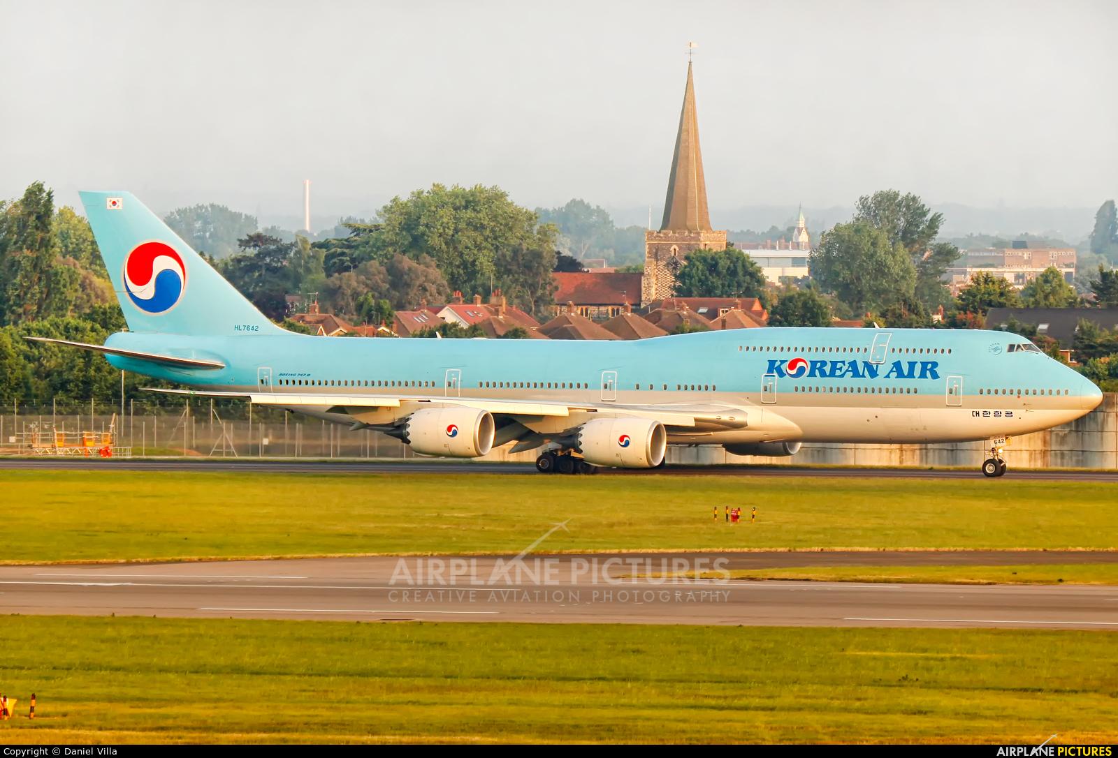 Korean Air HL7642 aircraft at London - Heathrow