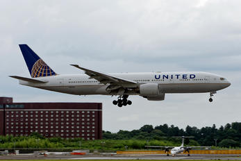 N224UA - United Airlines Boeing 777-200