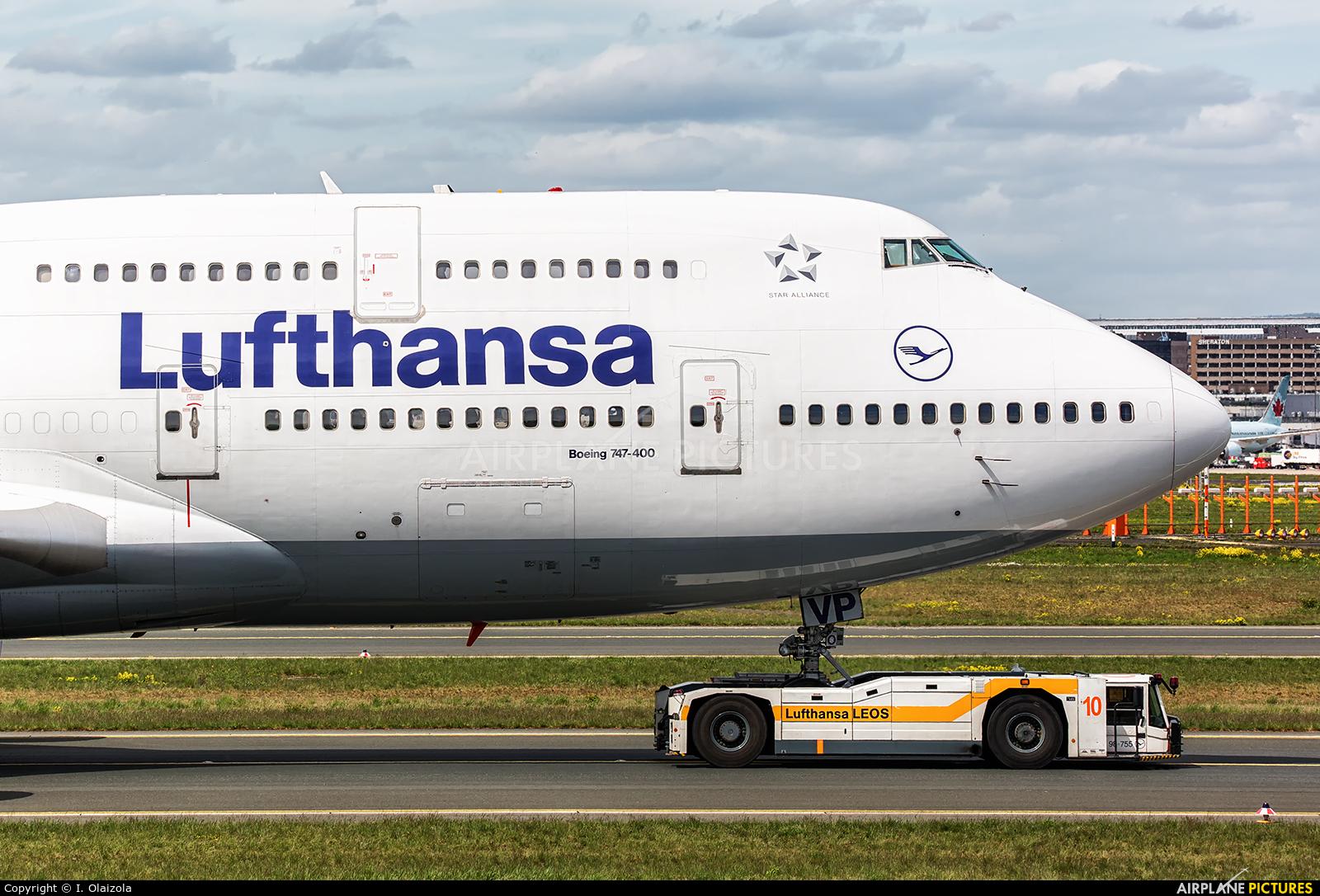 Lufthansa D-ABVP aircraft at Frankfurt