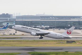 JA613J - JAL - Japan Airlines Boeing 767-300ER