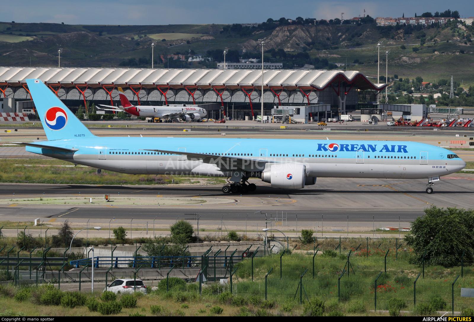 Korean Air HL8275 aircraft at Madrid - Barajas