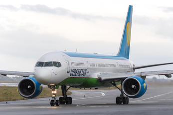 UK75703 - Uzbekistan Airways Boeing 757-200