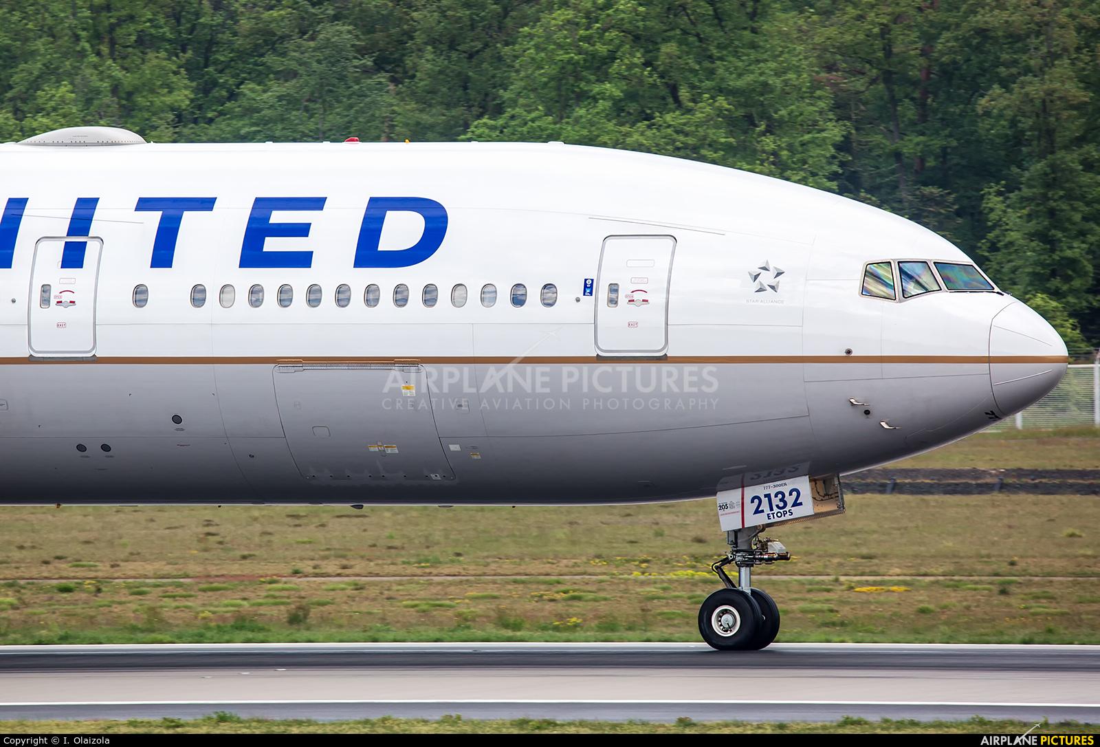 United Airlines N2332U aircraft at Frankfurt