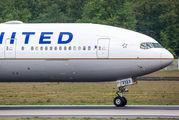 United Airlines N2332U image