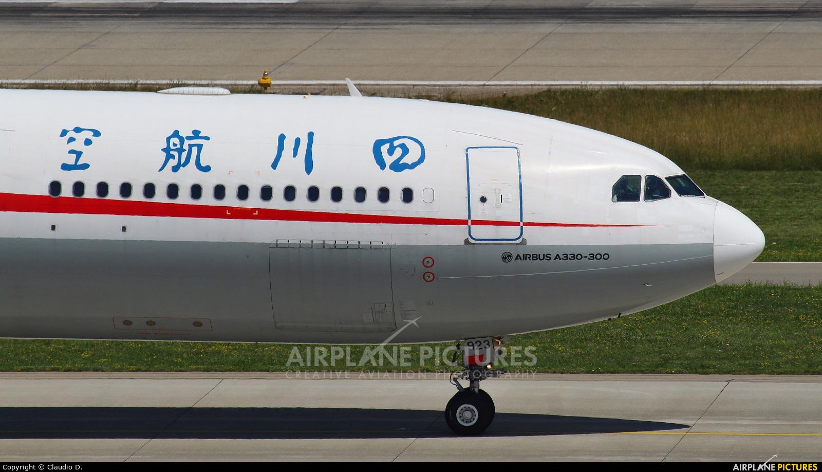 Sichuan Airlines  B-5923 aircraft at Zurich