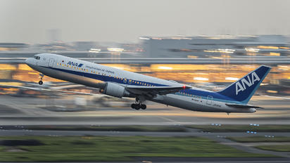 JA615A - ANA - All Nippon Airways Boeing 767-300ER