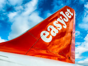 G-EZWZ - easyJet Airbus A320