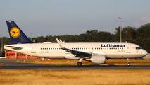 D-AIUG - Lufthansa Airbus A320 aircraft