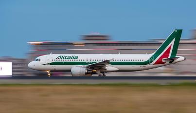 EI-EID - Alitalia Airbus A320