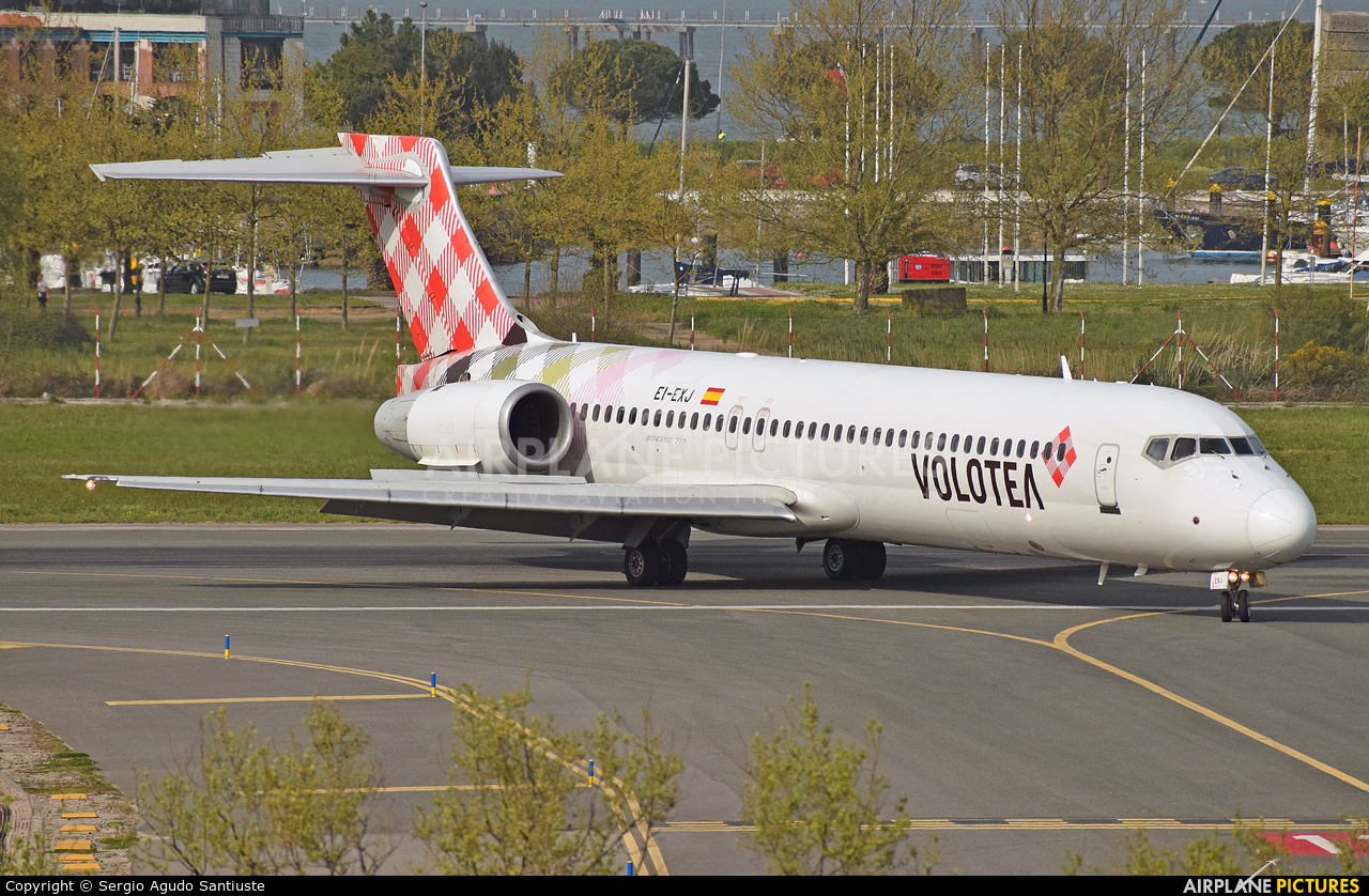 Volotea Airlines EI-EXJ aircraft at Santander