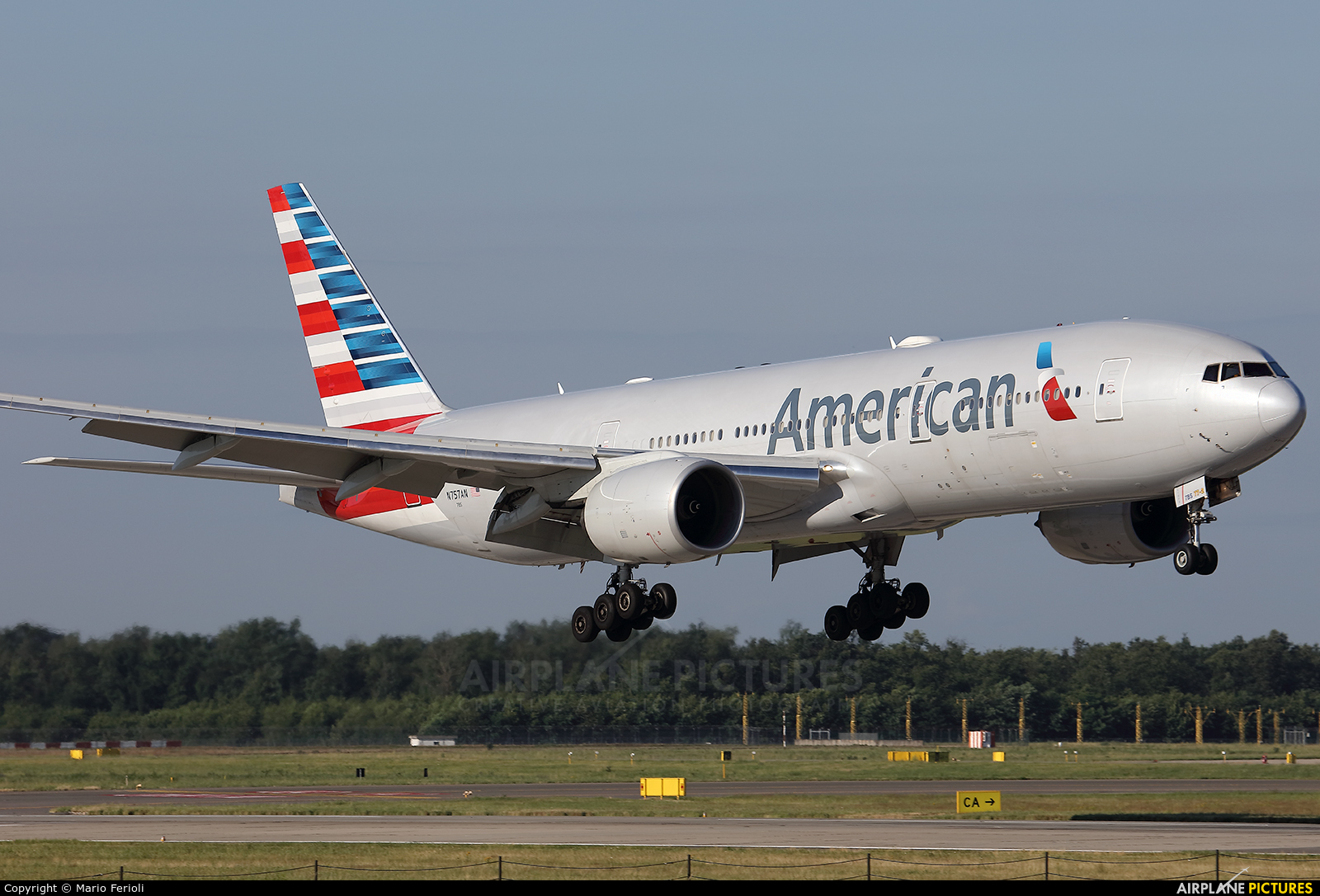 American Airlines N757AN aircraft at Milan - Malpensa