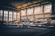 - -  - Airport Overview - Hangar aircraft