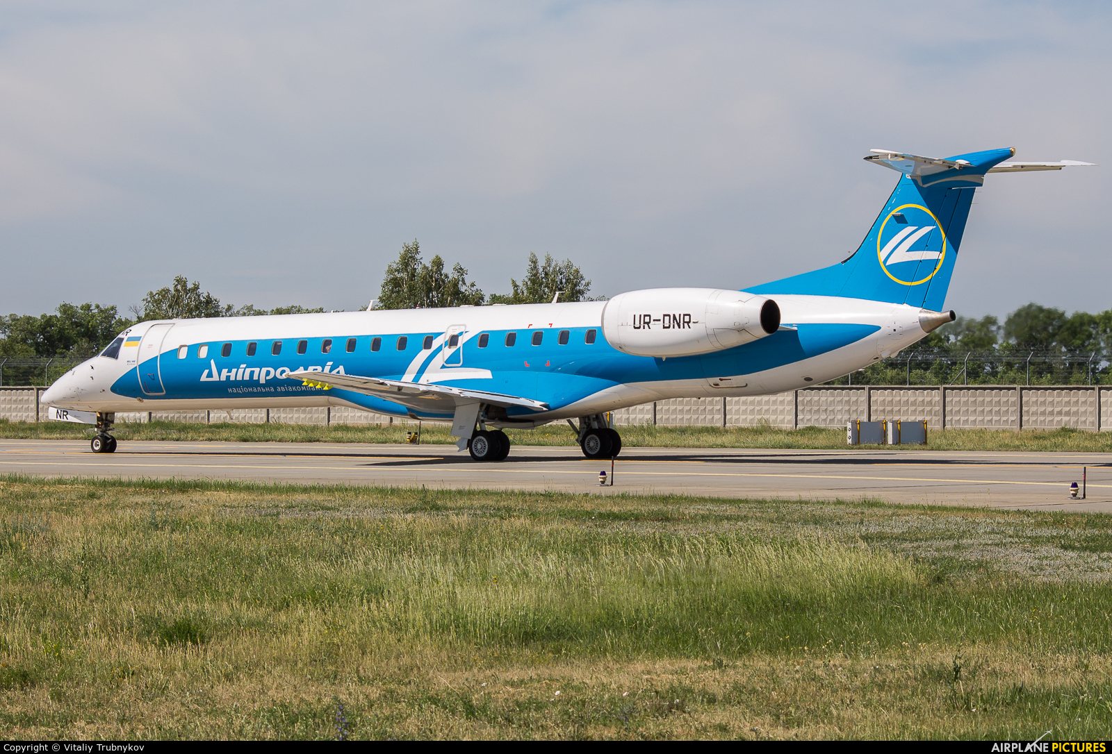 Dniproavia UR-DNR aircraft at Kyiv - Borispol