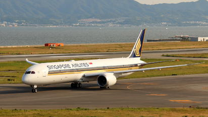 9V-SCE - Singapore Airlines Boeing 787-10 Dreamliner