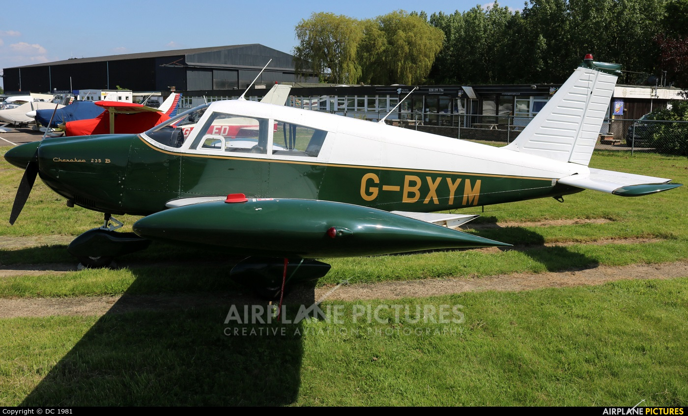 G-BXYM - Private Piper PA-28 Cherokee at Elstree | Photo ID