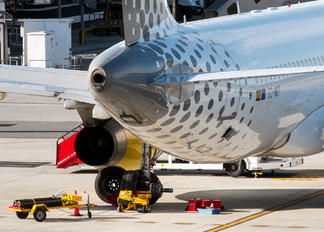 EC-MBT - Vueling Airlines Airbus A320