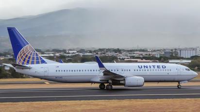 N17245 - United Airlines Boeing 737-800