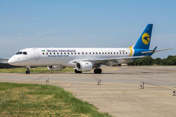 UR-EMC - Ukraine International Airlines Embraer ERJ-190 (190-100)