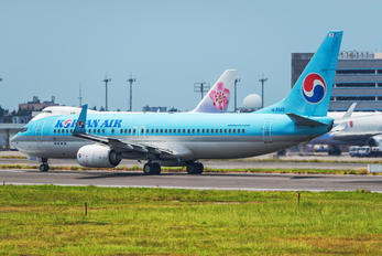 HL8243 - Korean Air Boeing 737-800