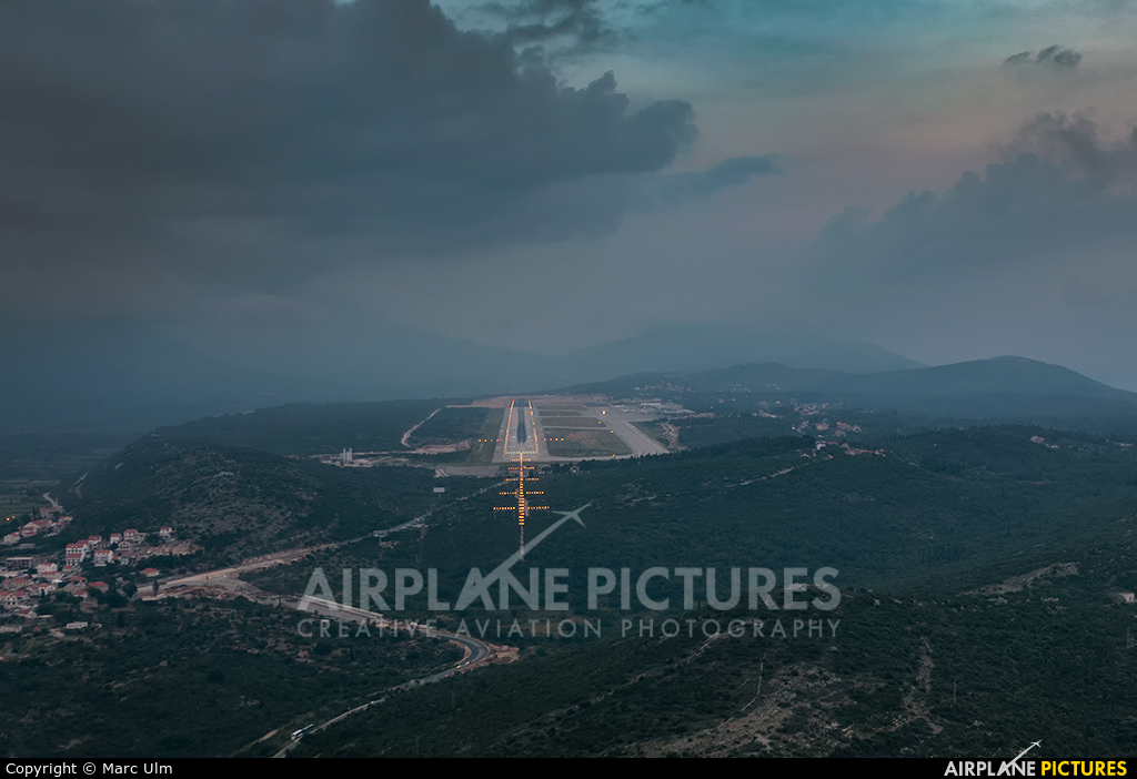 - Airport Overview - aircraft at Dubrovnik