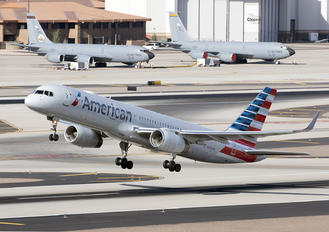 N204UW - American Airlines Boeing 757-200