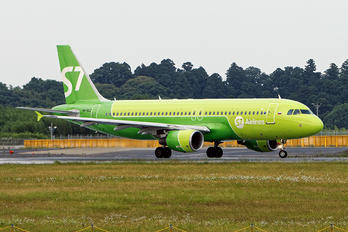 VP-BCZ - S7 Airlines Airbus A320