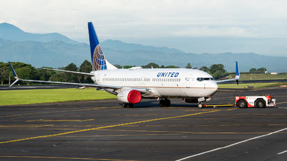 N76514 - United Airlines Boeing 737-800