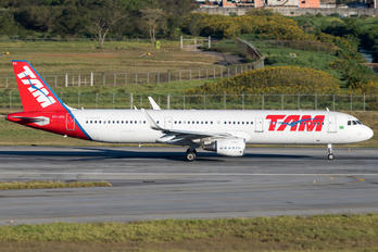 PT-XPO - TAM Airbus A321