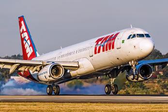 PT-MXG - TAM Airbus A321