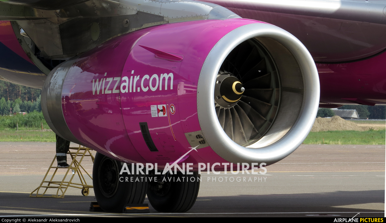 Wizz Air HA-LXV aircraft at Brest Airport