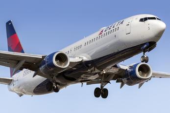 N3768 - Delta Air Lines Boeing 737-800