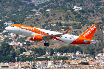 OE-IVN - easyJet Europe Airbus A320