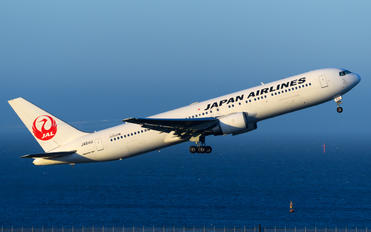 JA611J - JAL - Japan Airlines Boeing 767-300ER