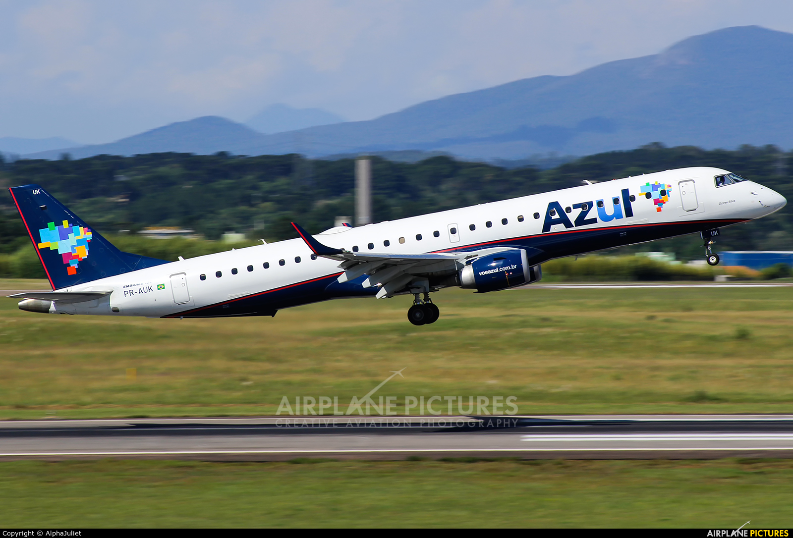 Azul Linhas Aéreas PR-AUK aircraft at Curitiba -  Afonso Pena