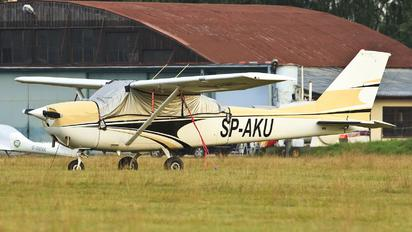 SP-AKU - Private Cessna 172 Skyhawk (all models except RG)