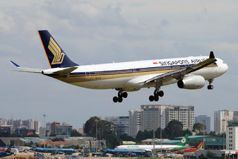 9V-SSE - Singapore Airlines Airbus A330-300
