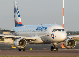 LY-VEB - SunExpress Airbus A320