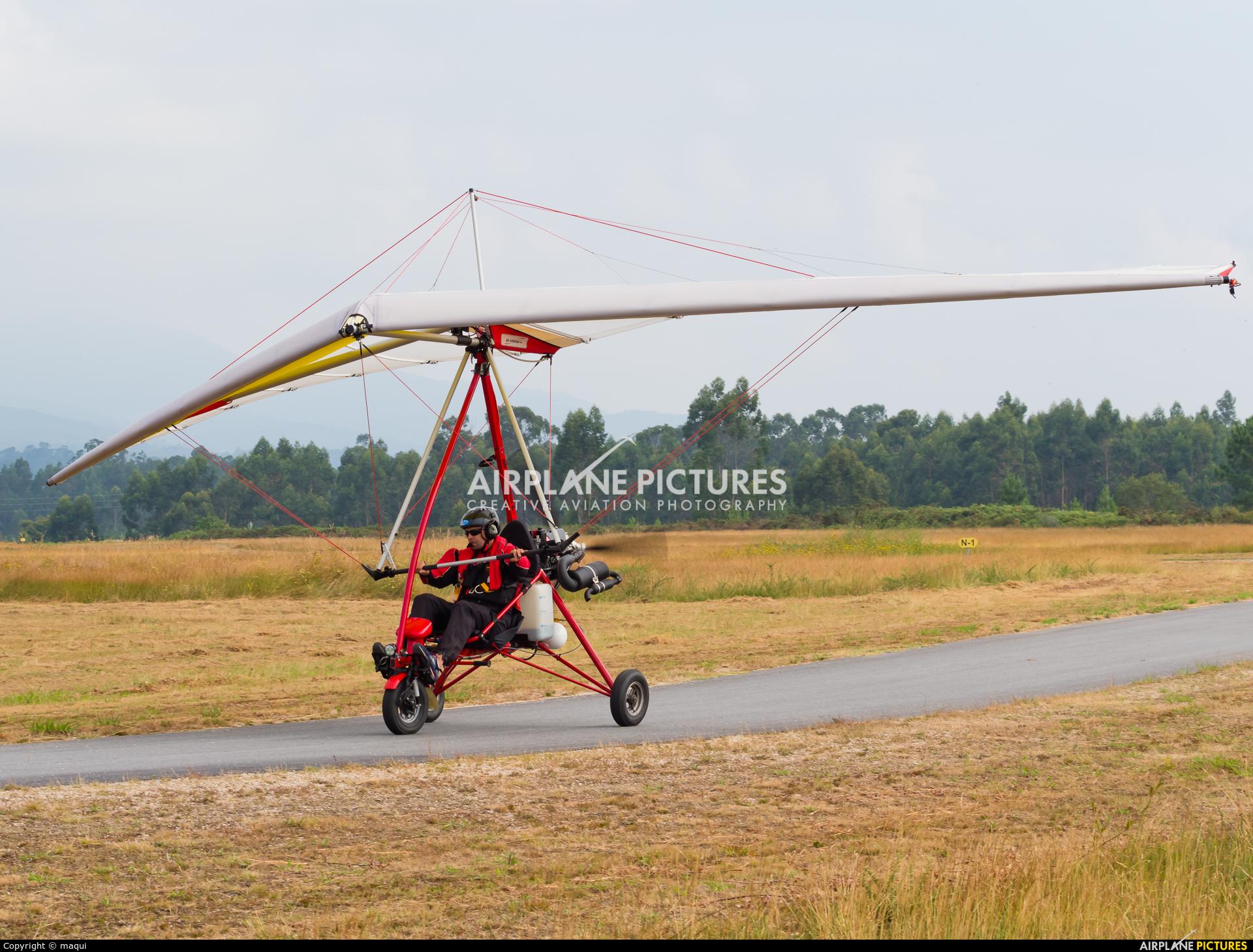 Private EC-YMO aircraft at Aerodrome Cerval