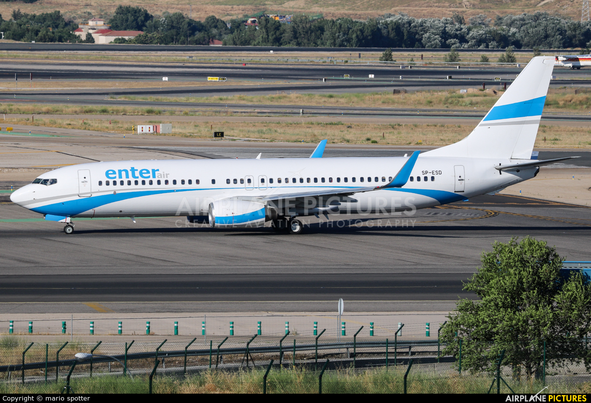 Enter Air SP-ESD aircraft at Madrid - Barajas