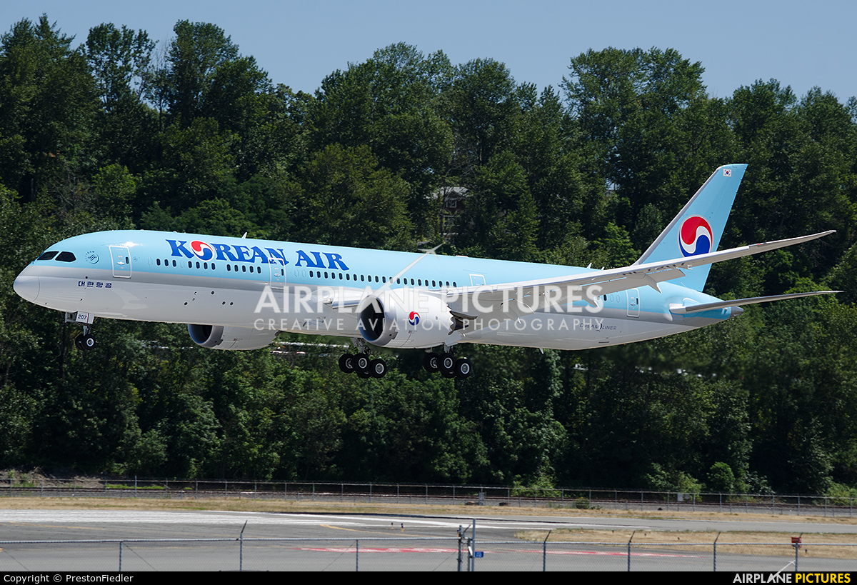 Korean Air HL7207 aircraft at Seattle - Boeing Field / King County Intl