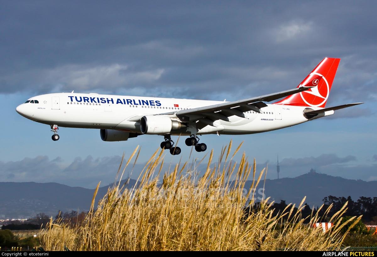 Turkish Airlines TC-JND aircraft at Barcelona - El Prat